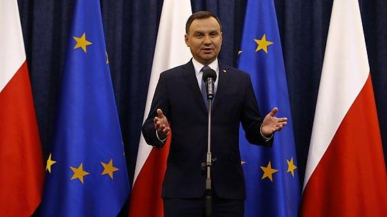 Polonia, la commissione Ue minaccia procedura contro Varsavia per la nuova legge sui media