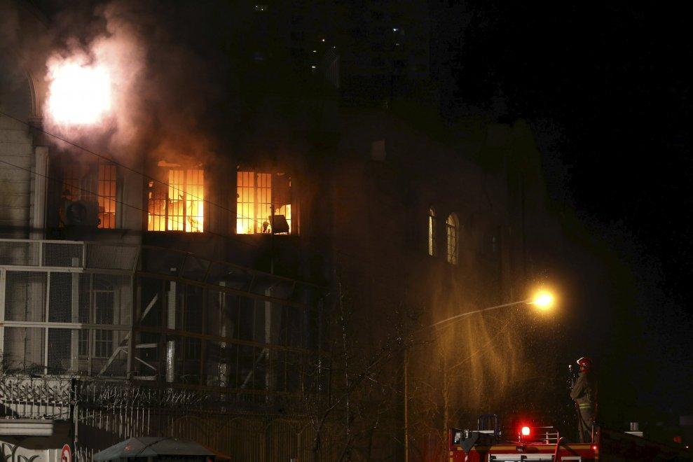 Iran, furia sciita: assalto all'ambasciata dell'Arabia Saudita a Teheran