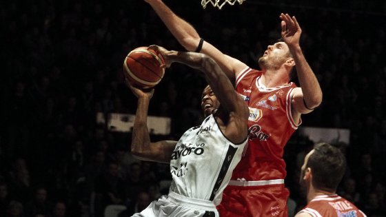 Basket, Serie A: Reggio vince il derby ed è campione d'inverno