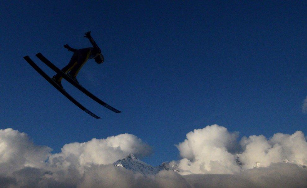 Austria, un salto tra le nuvole: il volo sugli sci a Innsbruck