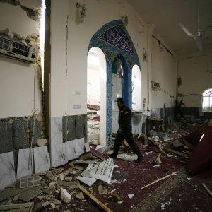 Arabia Saudita, 3 moschee sunnite attaccate in Iraq. Riad sospende tutti i voli con l'Iran