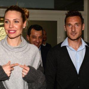 """Roma, Ilary manda in pensione Totti: """"Il ritiro? Ormai ci siamo"""""""