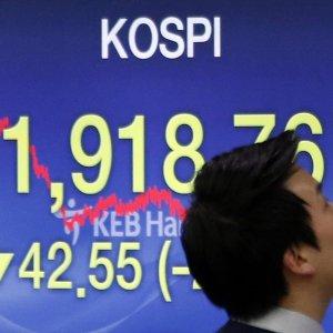 Le Borse Ue in leggero recupero. Asia in altalena, resta la grande paura del lunedì nero