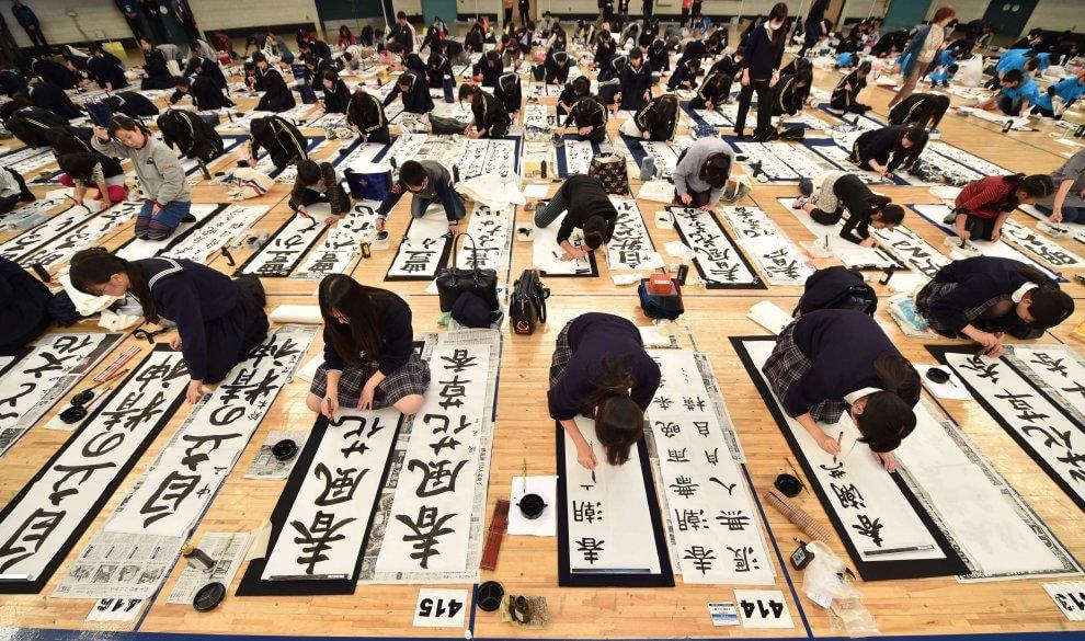 Fanatici della calligrafia: più di tremila finalisti al contest di Tokyo