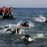 Migranti, 36 morti in Egeo. Vertice Ue su Schengen. Alfano: