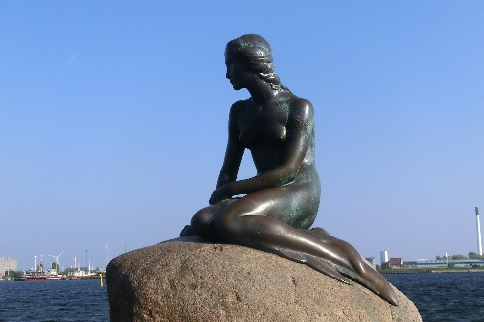 Facebook, nuova censura sulle immagini: la sirenetta di Copenaghen è 'troppo nuda'