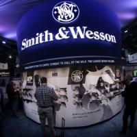 Obama contro le armi, ma Wall Street non ci crede: vola Smith&Wesson