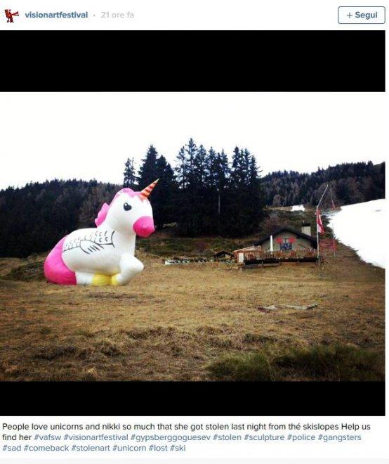 Svizzera, caccia all'unicorno Nikki: l'installazione di 12 metri rubata nella notte