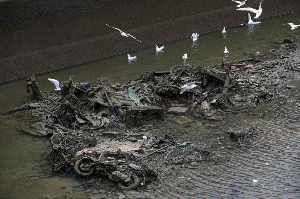 Parigi, al via la pulizia del canale Saint-Martin