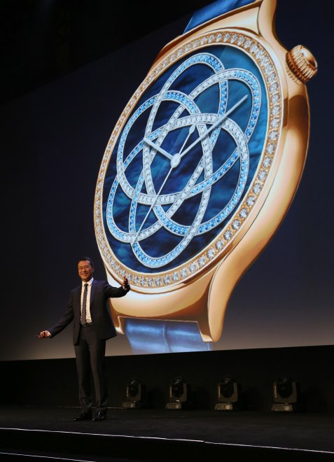 Ces 2016, lusso e precisione: così lo smartwatch si fa bello