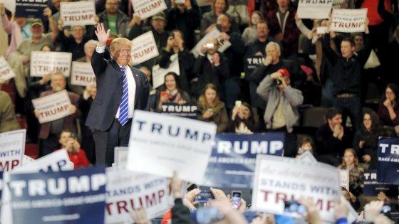 Bugie, insulti e ora lo spot falso: la campagna di Trump ai confini del ridicolo