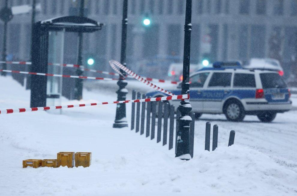 Germania, isolato ufficio Merkel per pacco sospetto