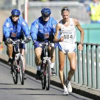 Tra pensionati e cani, Schwazer marcia a ritmo di Olimpiadi