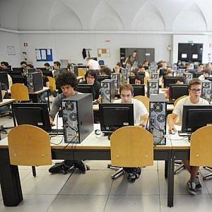 La laurea non basta: solo uno su due lavora dopo tre anni