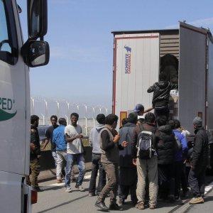"""Migranti, Germania: """"Controlli frontiere esterne non funzionano"""""""