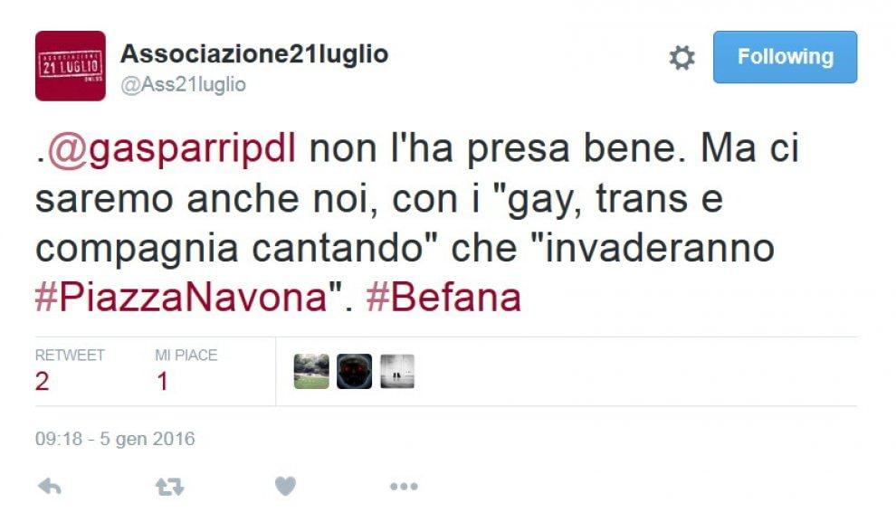 """Twitter, Gasparri contro l'associazione Rom: """"Siete fango, anzi guano"""""""