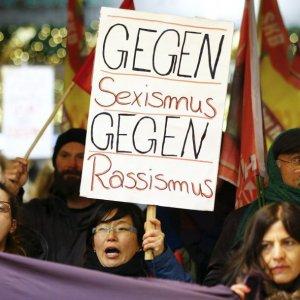Colonia, identificati tre sospetti. Polemiche per i suggerimenti della sindaca