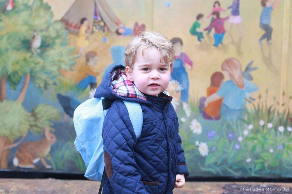Inghilterra, piccoli principi crescono: primo giorno di 'scuola' per George