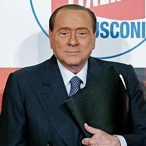 """Berlusconi: """"In Italia maggioranza illegale. Centrodestra oltre il 40 per cento"""""""