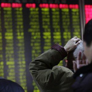 La Cina spaventa ancora: Borse in rosso, ma in recupero