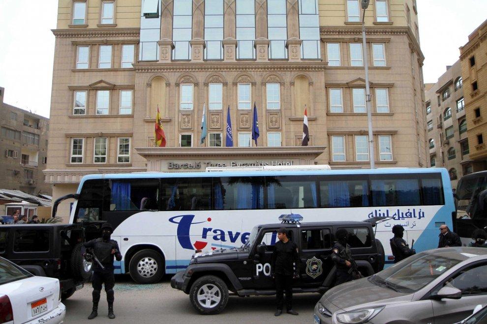 Egitto, spari contro bus di turisti al Cairo: nessuna vittima