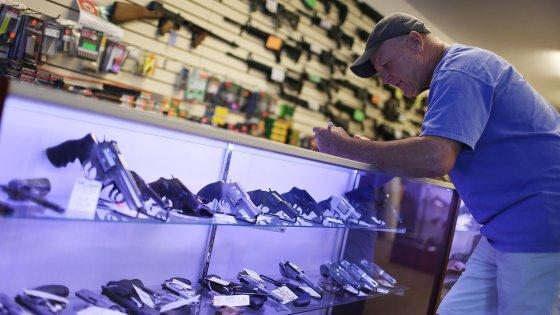 """Lettera di Obama al NYT: """"Violenza generata dalle armi in Usa è una crisi nazionale"""""""