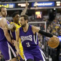 Basket, Nba: Sacramento saluta Kobe Bryant, i Kings battono i Lakers