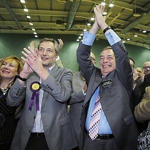 Gb, Farage tuona contro le linee guida sull'alcol