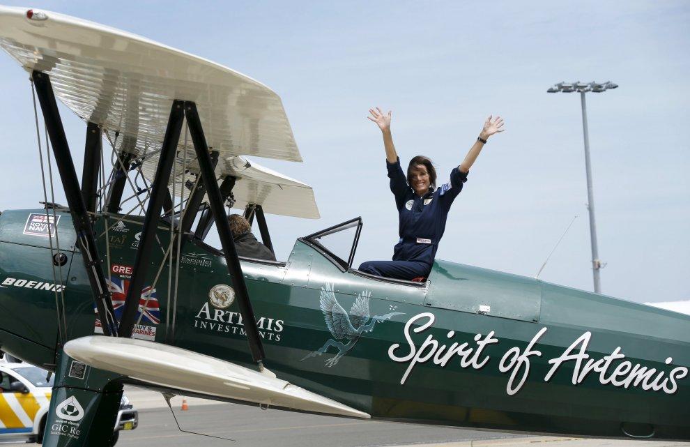 Dall'Inghilterra all'Australia su un biplano del 1942: l'impresa dell'aviatrice