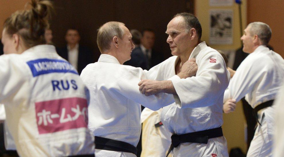 Putin judoka: combatte con il ct italiano Ezio Gamba. E gli dà cittadinanza russa