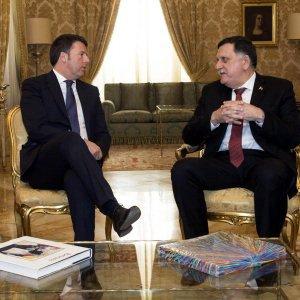 Libia, sfugge ad attentato il premier designato. Tripoli minimizza: solo spari in aria