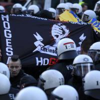 Colonia: scontri tra polizia e manifestanti. Merkel: