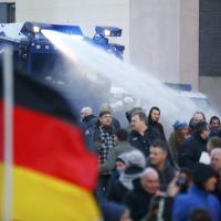 Colonia, corteo anti-islamico interrotto dalla polizia