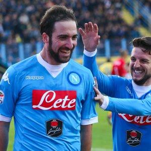 Serie A, Napoli campione d'inverno, l'Inter cade con il Sassuolo.  La Juventus batte la Samp ed è seconda