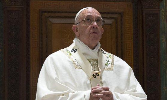 """Papa Francesco sui migranti: """"L'Europa non vacilli"""". E ringrazia l'Italia"""