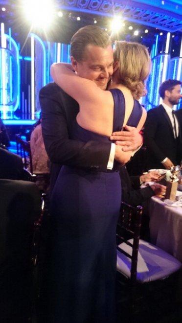 Golden Globe: Leonardo DiCaprio e Kate Winslet, l'abbraccio più bello della serata è il loro
