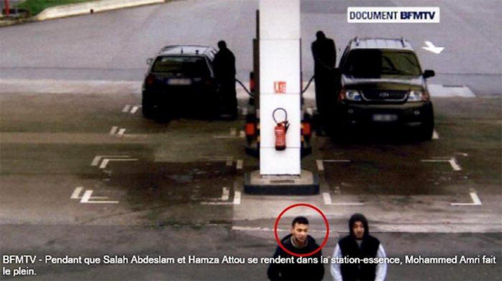 Strage di Parigi, le prime foto di Salah in fuga