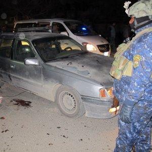 Bagdad, doppio attentato: almeno 38 morti, Attaccato centro commerciale. Rivendica l'Is