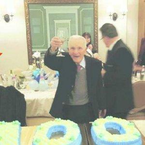 """Festa per i 100 anni del boss nel paese di Impastato. Rabbia del sindaco: """"Non siamo mafiosi"""""""