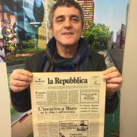 I lettori con la prima pagina di Repubblica