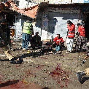 Pakistan, kamikaze esplode vicino a centro antipolio: 15 morti