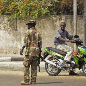 Camerun, due donne kamikaze attaccano moschea nel nord: almeno 10 fedeli uccisi