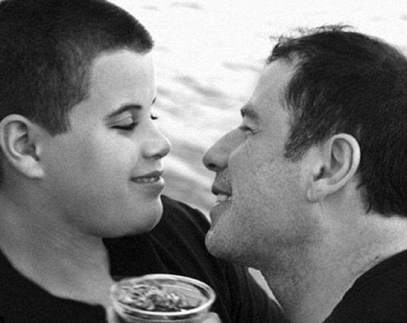 """Travolta ricorda il figlio scomparso: """"Dite a chi tenete che lo amate"""""""