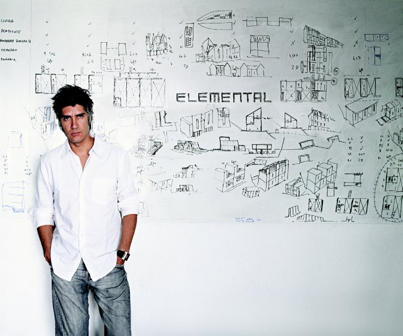 Pritzker 2016, il Nobel dell'architettura ad Alejandro Aravena