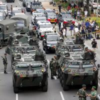 Attentati a Giacarta, mezzi blindati nelle strade dopo le esplosioni