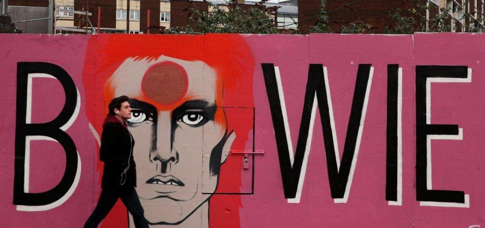"""David Bowie, l'ultimo viaggio """"senza troppo rumore"""": sarebbe già stato cremato a NY"""