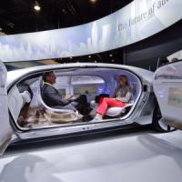 Scandali, costi e regole rigide: tempesta perfetta sui costruttori in attesa dell'auto del futuro