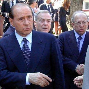 """""""Forza Italia ai minimi, Silvio molla la politica"""""""