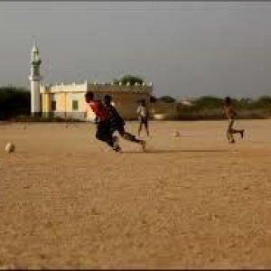 Il calcio dei jihadisti: se il tackle è duro arrivano le frustate