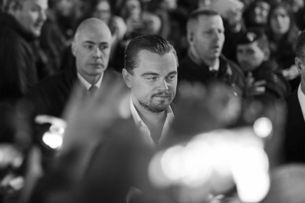 DiCaprio a Roma, bagno di folla e arrivano i carabinieri